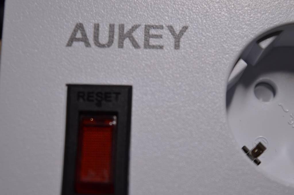 Recensione Ciabatta Elettrica con 4 Prese Elettriche e 6 USB Aukey